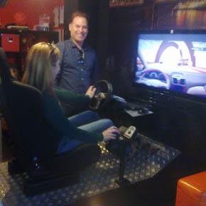 La autoescuela D'Click de Crevillent (Alicante) incorpora un simulador de turismo a la formación práctica de conductores