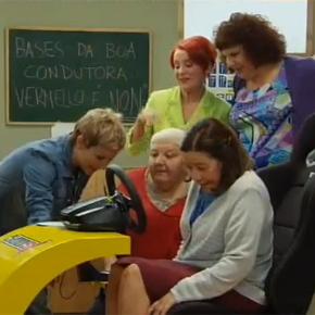 """Las mujeres de la serie """"Escoba!"""" aprenden a conducir con el simulador DRIVE SEAT 500ST"""